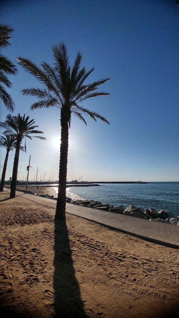 Paseo marítimo de Mataró junto al puerto.