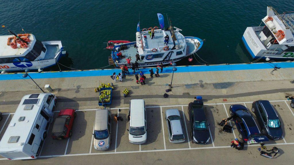 parking en el puerto barco Roses